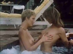 Retro lesbian sex in the hawt tub
