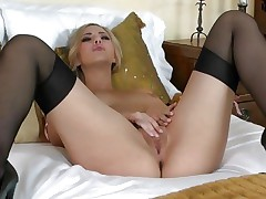 Pretty Sophia Knight torments her juicy soaked pussy