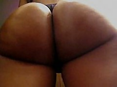 This amateur ebony chick has a perfect round butt, it looks even more excellent with her darksome thong on, and the way she's flexing it in this clip makes everyone drool.