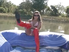 Handjob on a boat from really pretty gal